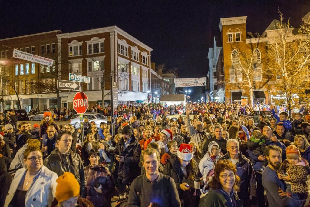 tree-lighting-crowd